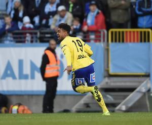 Noah Sonko Sundberg har en viss vana att spela i gult och blått. Oavsett om han representerar GIF Sundsvall eller det svenska U21-landslaget.