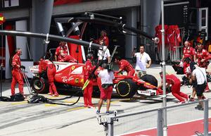 Kimi Räikkönen rullades in i garaget, kom inte ens till start i Malaysias GP.