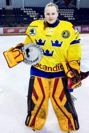 3. Ellen Jonsson blev utnämnd till turneringens bästa målvakt i landslagsdebuten.
