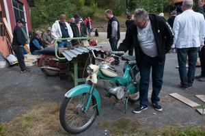 Örjan Carlsson från Ramsele tittade på en Puch-moped.
