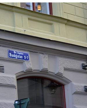 På Bankgatan bor Johan Axberg i de senare böckerna.