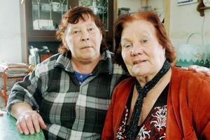 TA ANSVAR. Else-Britt Forsén och Gerd Löfström vill ha ett slutförvar i Forsmark. De menar att kommunen får ta hand om avfallet när det tagit dit kärnkraften.