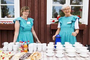 Debora Forsman och Ingrid Näsström såg till att fikat fanns på plats.