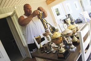 Pokalerna är många efter en lång karriär som Strong Man.