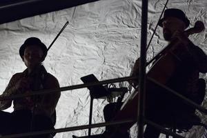Musik är ofta ett utmärkande drag i Folkteaterns föreställningar.