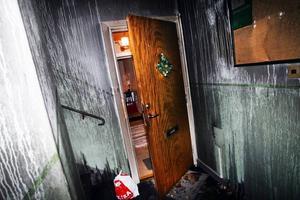 Trappuppgången. Branden började i källaren och röken steg uppåt i flerfamiljshuset.