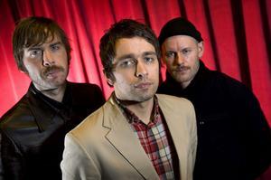 Sommaren 2010 spelade de i Härnösand. 28 mars kommer Peter Bjorn and John med en ny skiva.
