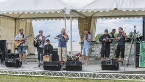 Melpa-Jockes Jam Club spelar en av sina låtar