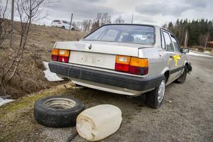 Fordonet som Sundsvallsbon sålde var av samma märke som bilen på bilden, en Audi 80. Han fick 1 000 kronor för den skrotfärdiga bilen. Nu tvingas han betala köparens p-böter och alla andra omkostnader för fordonet.