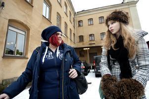 Matilda Karlsson och Elin Hartzell från Umeå bor på vandrarhemmet Fängelse under sin vistelse i Falun