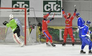 Yuri Shardakov, till höger, utsågs till VM:s bästa mittfältare.