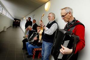I går ljöd polskor och gammalvalser i alla skrymslen på Sidsjö Hotell. Hasse Berntsén och Ivar Jonsson har samlat ihop ett gäng i en kulvert.