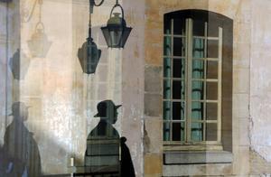 Skuggor och speglingar på Boulevard des Invalides.