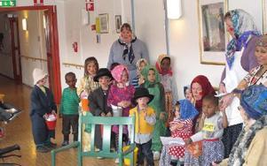 Varje år kommer Tallkottens förskola på påskbesök till Norshöjden. Ett mycket uppskattat besök. FOTO: ILSE VORNANEN