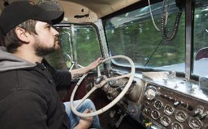 Stefan Karlsson rattar sin nyligen importerade Kenworth på vägen mellan Skuggarvet och Falun. Foto: Mikael Forslund