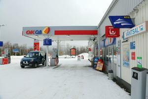 Busstoppet flyttas från gamla färgaffären till OKQ8 macken i Hede