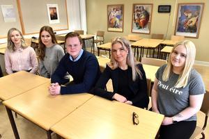 Erika, Elise, Philip, Vilma och Sofie berättar om deras laginsats. Saknas på bild gör Alexander.