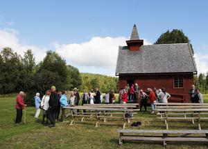 Stråsjökapellet firade sin jubileumsdag med en gemensam samling och vandring.