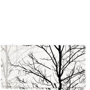 Grafiskt i grått, vitt och svart. Hissgardin från Åhléns. Pris 449 kronor.