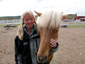 Susanne Brännemo med sin islandshäst Komma.