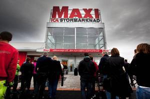 Cirka 75 personer arbetar i den 6 400 kvadrat nyöppnade Maxi-butiken på Stadsdel norr.Foto: Håkan Luthman