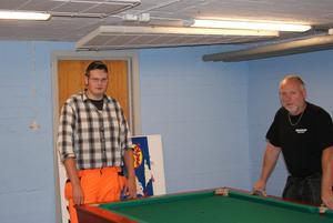 Utrymmer lokalen. Simon Andersson, till vänster, var en av ungdomarna som hjälpte Stefan Lindholm att flytta ur lokalerna där fritidsgården legat.