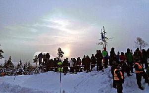 Knappt har solen hunnit stiga upp innan de första är på plats i rallyskogen. FOTO: JONNY TONGRING