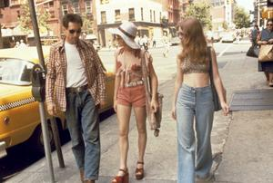 Scen ur Taxi Driver med huvudpersonen Travis Bickle, spelad av Robert de Niro. Betsy spelas av Cybill Shepherd och Iris av Jodie Foster.