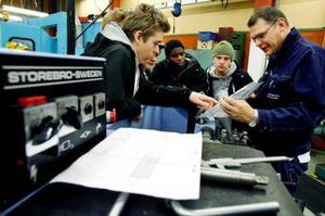 Sven-Erik Jonsson, lärare på verkstadsprogrammet, fick många besök med elever som ville få en uppfattning om hur utbildningen ser ut.