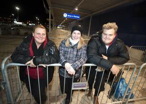 Seija Nygårds och hennes barn Linda och Linus hamnade först i Ikea-kön.
