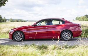 Ny Giulia är tydliga drag från BMW 3-serien, något italienarna inte vill erkänna.