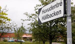 Den IVO-kritik som omsorgschefen besvarade och som personalen efterlyser sanningen om handlar bland annat om brister i lokalerna och rutinerna vid Hällbacken.