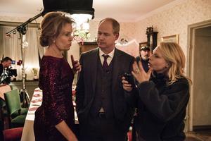 Maria Lundqvist, Robert Gustafsson och regissören Helena Bergström på inspelningen av den första riktigt publikdragande filmen i år,