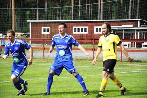 Alen Bahonjic var mycket bra som mittback mot ett stenhårt motstånd, inte minst Hebys vasse forward Martin Lindbom, (till höger).