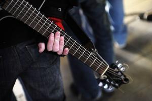 Musiken ekar inte på ett störande sätt. Akustiken i tunneln är harmonisk.