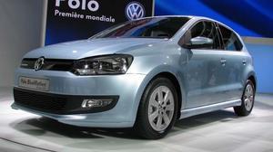 SNÅL MOTOR. Volkswagen lanserar en lätt ansiktslyft Polo, med rekordsnål motor. En storsäljare som sannolikt behåller sin popularitet.