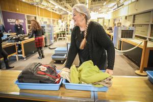 Ewa Warenberg, från Östersund är på väg till Köln för att hälsa på sin son.