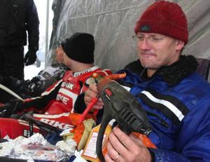 Per Hansson, Nälden, fick vara delaktig i ett världsrekord. Det firade han med en grillad korv.