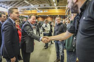 Under förmiddagen besökte statsminister Stefan Löfvén och närings- och inovationsminister Mikael Damberg Saab i Östersund. Bland annat tog de sig tid att hälsa på och prata med de anställda på företaget.