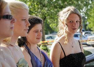 Malin Lindberg, Cecilia Norén, Karin Norman och Emilia Johansson anlände till balen i grupp.