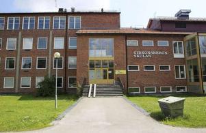 Den nedlagda skolan kan bli  skola igen. Den har stått tom sedan 2010.