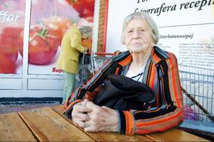Ester Bringeskog, Skucku:– Åldringsvården. Vi måste få tillbaka den standard vi hade förr. Tidigare hade alla ett eget rum och personalen hade mer tid. I dag tvingas så många äldre sitta ensamma.