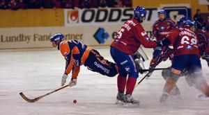 Det blev ett tungt fall till slut för Ville Aaltonen och Bollnäs i annandagens klassiska derbykamp i Edsbyn.