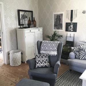 Trendigt blandat med tidlösa möbler.