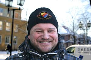 Stefan Widén, 43 år, Norr, Örebro:Ett Djurgårdenfan?– Ja, men bara i hockey, i fotboll håller jag på ÖSK. Och jag är stolt över min mössa. Jag är en hockeykille och har också en Tre kronor-mössa.