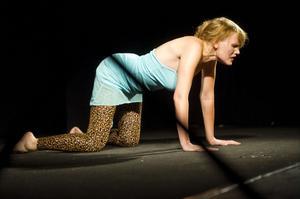 Aleksa Lundbergs pjäs Infestus är ett examensarbete från Teaterhögskolan i Göteborg.
