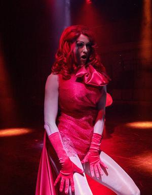 Emelie Wallberg är en av sex skådespelare i pjäsen