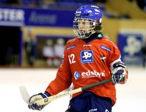 Edsbyns försvarare Joakim Svensk är en av de unga spelare som Per Fosshaug hoppas få se i Svenne Olssons kommande landslag.