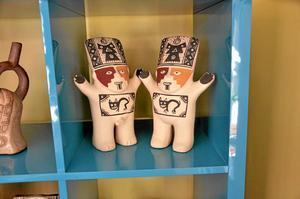 från Anderna. Figurerna förstärker känslan av Peru.