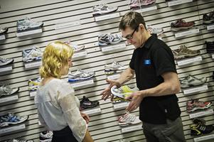 Att välja rätt träningsskor kan vara svårt. Främst bör du välja skor som passar dig och dina behov.